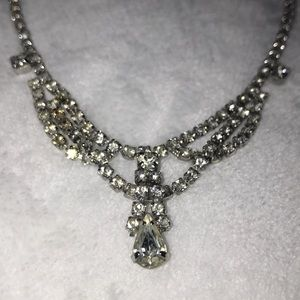 Jewelry - 👑Weiss Vintage rhinestone necklace